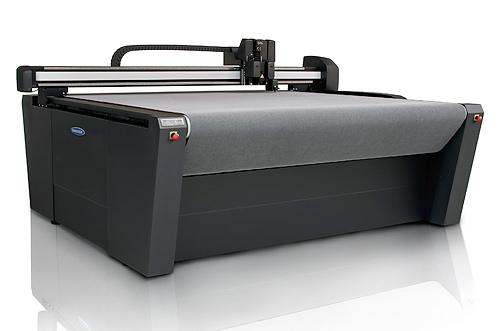 Flachbettplotter Summa F-Serie mit verschiedenen Werkzeugen